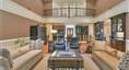 极高天花板的客厅