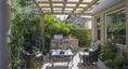 Serene, private yard with lots of light and lavis